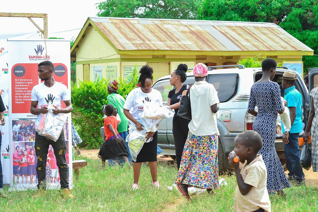 Handout of mosquito nets by Bambino Life foundation